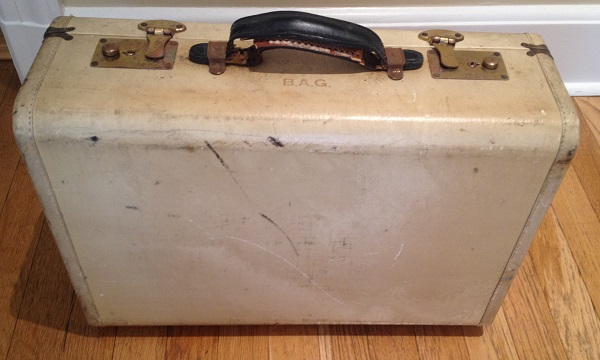 Suitcase used by Bronislava Goldberg while escaping from Occupied Europe